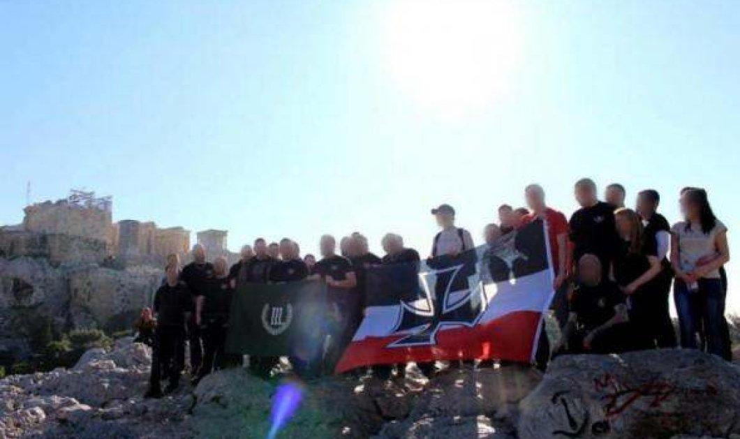 Σάλος με τις φωτογραφίες ακροδεξιών Γερμανών προσκεκλημένων της Χρυσής Αυγής - Με ναζιστικά σύμβολα στην Ακρόπολη - Κυρίως Φωτογραφία - Gallery - Video