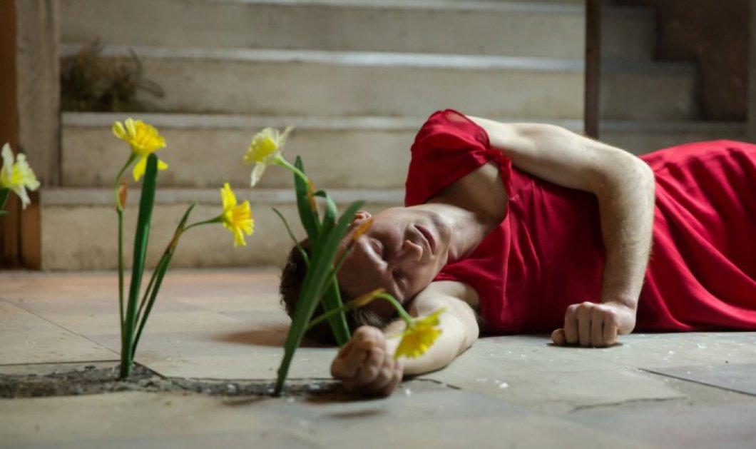 Θεατές λιποθυμούν σε παράσταση έργου της Σάρα Κέην ύστερα από ρεαλιστικές σκηνές βιασμών και βασανιστηρίων - Κυρίως Φωτογραφία - Gallery - Video