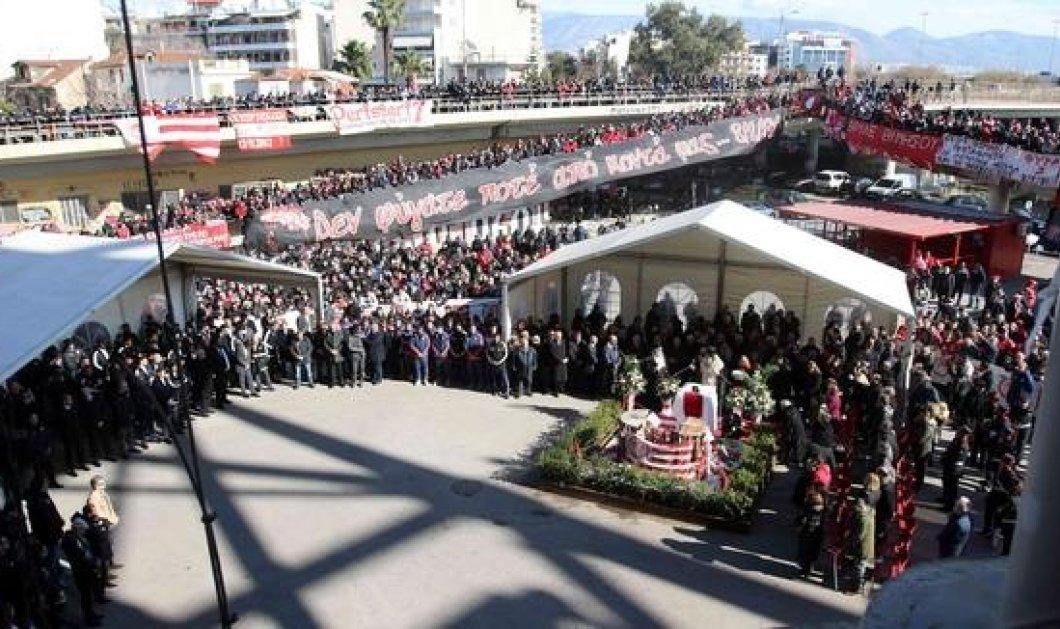 Συγκίνηση για τα θύματα της Τραγωδίας της Θύρας 7 - Εκατοντάδες κόσμου στο μνημόσυνο (Φωτό)  - Κυρίως Φωτογραφία - Gallery - Video