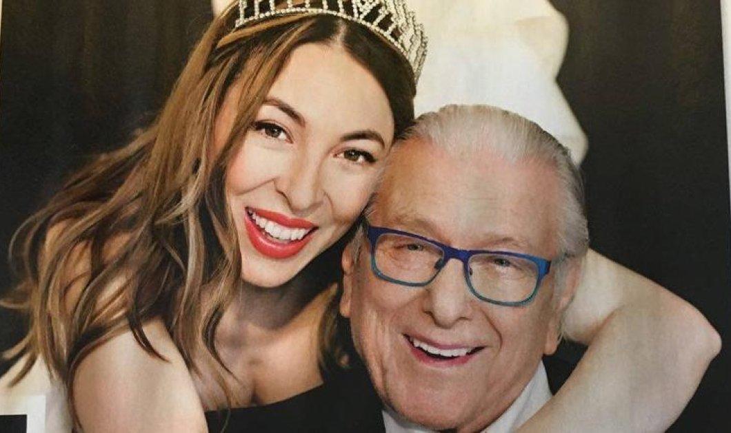 Φφφστ μπόινγκ! Η 36χρονη Αλίκη ντύθηκε νύφη και αγκάλιασε τον Κώστα Βουτσά με κόκκινη γραβάτα & μπλε γυαλιά  - Κυρίως Φωτογραφία - Gallery - Video