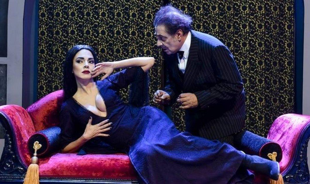 """Οικογένεια Addams: Η Μαρία Σολωμού και το """"θανατηφόρο"""" ντεκολτέ της έσπασαν το διαδίκτυο  - Κυρίως Φωτογραφία - Gallery - Video"""