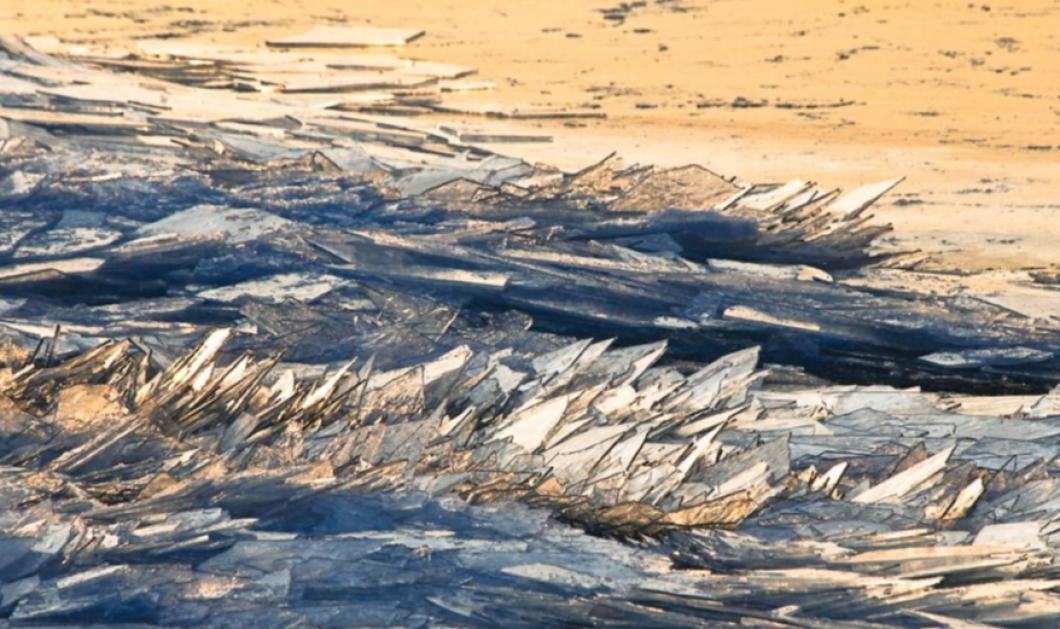 Βίντεο: Ένα απίστευτο θέαμα δημιουργούν οι χαμηλές θερμοκρασίες - Κύματα μοιάζουν με τζάμια!  - Κυρίως Φωτογραφία - Gallery - Video