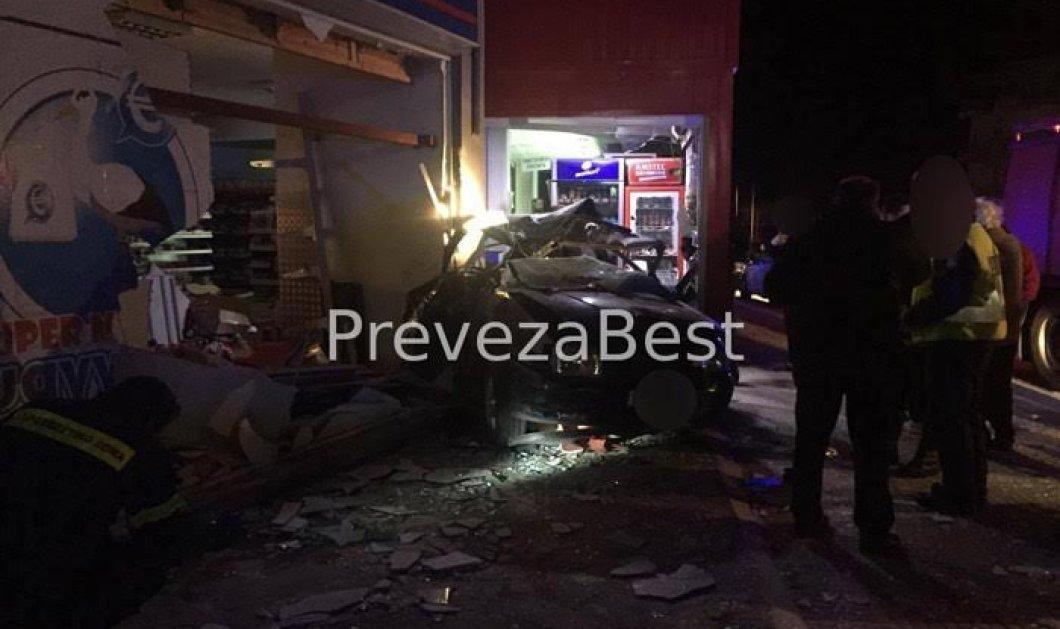 Σοκαριστικό τροχαίο: Νεκροί δύο 20χρονοι στην Εθνική -Το αυτοκίνητό τους καρφώθηκε σε σούπερ μάρκετ-  Φώτο   - Κυρίως Φωτογραφία - Gallery - Video