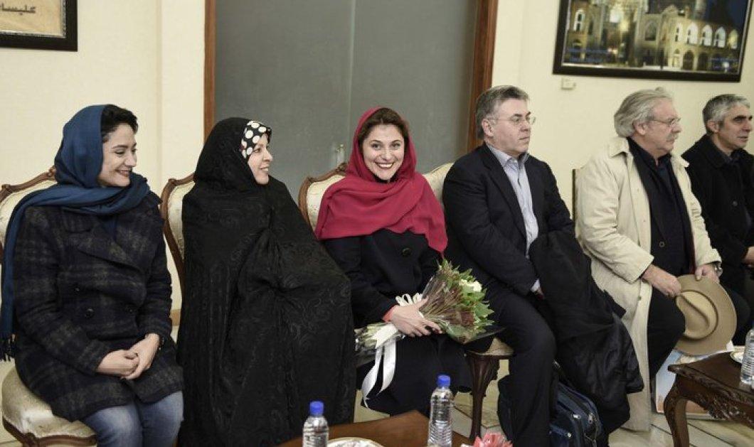 Κόκκινη, μπορντό ή μοβ; Οι μαντήλες της Μπέτυς Μπαζιάνα στο Ιράν και το πλατύ χαμόγελο   - Κυρίως Φωτογραφία - Gallery - Video