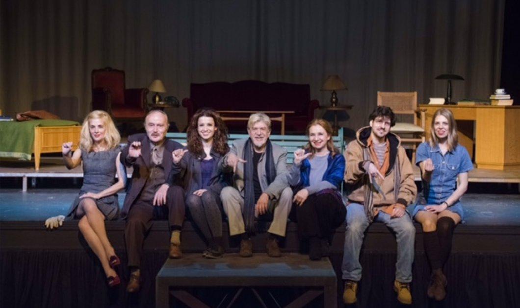 """Ξανά στο θέατρο η τεράστια επιτυχία με τον Γιάννη Βούρο: """"Παιδιά ενός κατώτερου θεού"""" στο Βεάκη   - Κυρίως Φωτογραφία - Gallery - Video"""