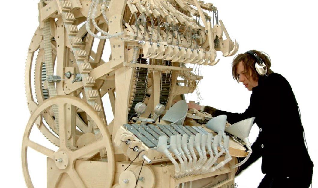 Ιδιοφυής εφευρέτης-μουσικός δημιουργεί το πιο ξεχωριστό όργανο - 2.000 μπίλιες παράγουν την πιο απίστευτη μουσική (βίντεο) - Κυρίως Φωτογραφία - Gallery - Video