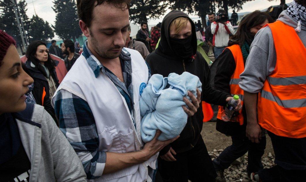 Η ζωή δεν σταματά με φράχτες: 24χρονη από τη Συρία γέννησε ένα υγιέστατο κοριτσάκι μέσα σε σκηνή στην Ειδομένη - Κυρίως Φωτογραφία - Gallery - Video