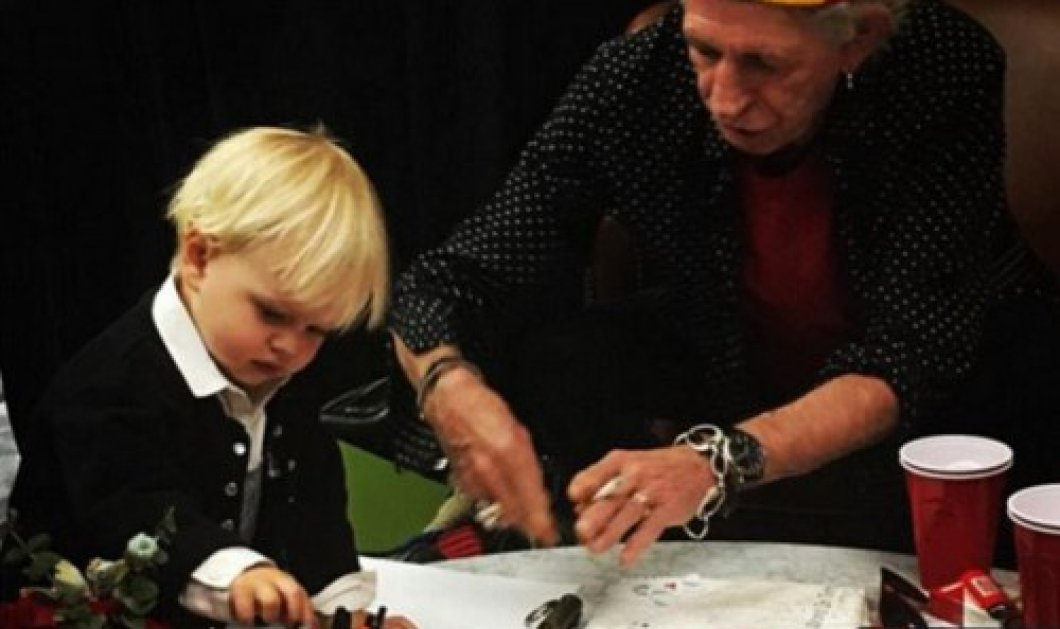 Γιατί η εικόνα του φαινομενικά τρυφερού Keith Richards με τον εγγονό του Μick Jagger προκαλεί σχόλια; - Κυρίως Φωτογραφία - Gallery - Video