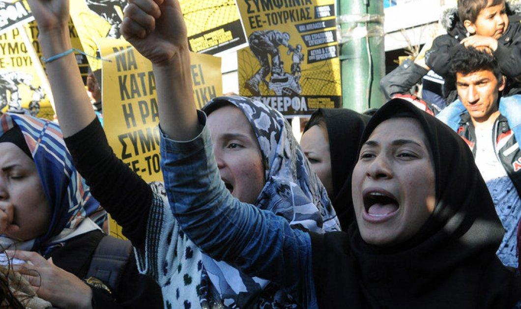 Στο κέντρο της Αθήνας διαδηλώνουν οι πρόσφυγες: Ζητούν να ανοίξουν τα σύνορα - Κυρίως Φωτογραφία - Gallery - Video
