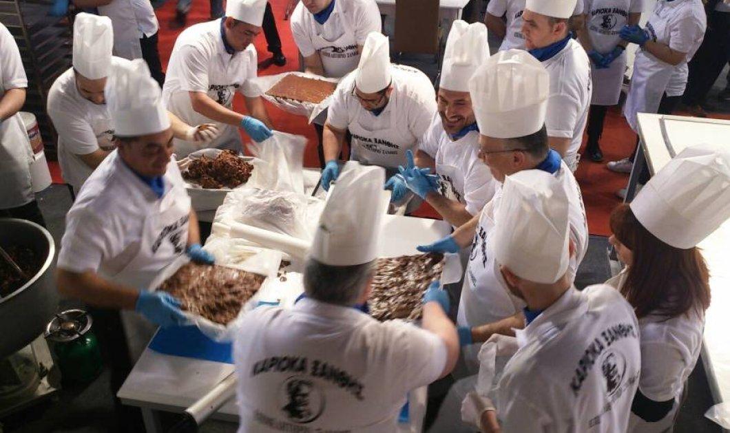 """Καριόκα 380 κιλά έφτιαξαν 24 ζαχαροπλάστες στην Ξάνθη - """"Χτυπάνε"""" άνετα ρεκόρ Γκίνες - Κυρίως Φωτογραφία - Gallery - Video"""
