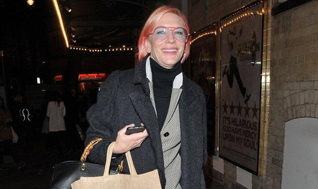 Χριστέ μου τι έπαθε η Κέιτ Μπλάνσετ; Έβαψε ροζ τα μαλλιά έβαλε και ροζ γυαλιά και βγήκε στο Λονδίνο βόλτα  - Κυρίως Φωτογραφία - Gallery - Video