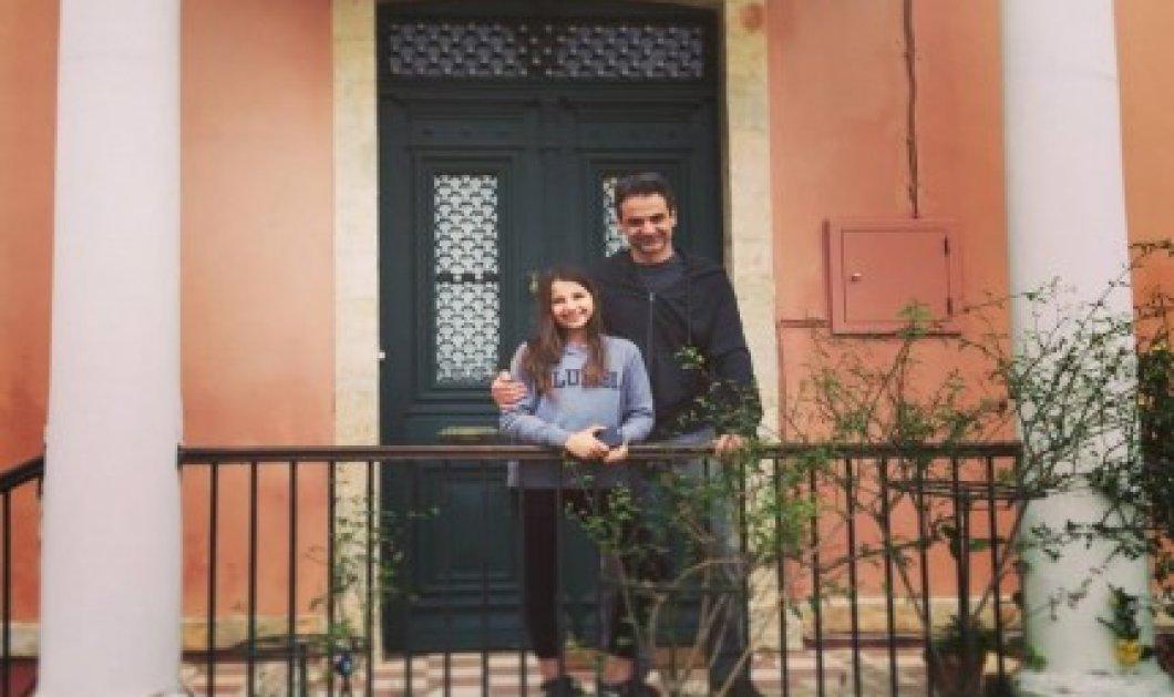 «Καλή Σαρακοστή» εύχεται από τα Χανιά ο Κυριάκος Μητσοτάκης με την κόρη του - Κυρίως Φωτογραφία - Gallery - Video