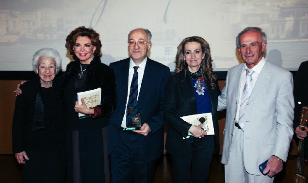 Η Ένωσις Σμυρναίων βράβευσε την Μιμή Ντενίση για την παράσταση «Σμύρνη μου αγαπημένη» - Κυρίως Φωτογραφία - Gallery - Video