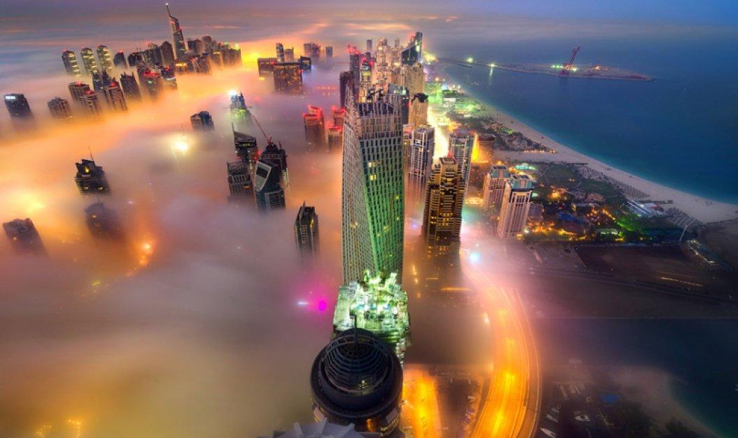 Φαντασμαγορία: Ομίχλη & νύχτα στο Ντουμπάι με τους ουρανοξύστες να μοιάζουν με νησιά που επιπλέουν - Κυρίως Φωτογραφία - Gallery - Video