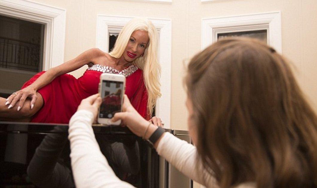 Ρε τι ζόρι τραβάει: 42χρονη μάνα 5 παιδιών έγινε σκελετωμένη Barbie - έκτρωμα ξοδεύοντας 500χιλ. σε πλαστικές - Και ο σύζυγος συμπαθητικός ο έρμος - Κυρίως Φωτογραφία - Gallery - Video