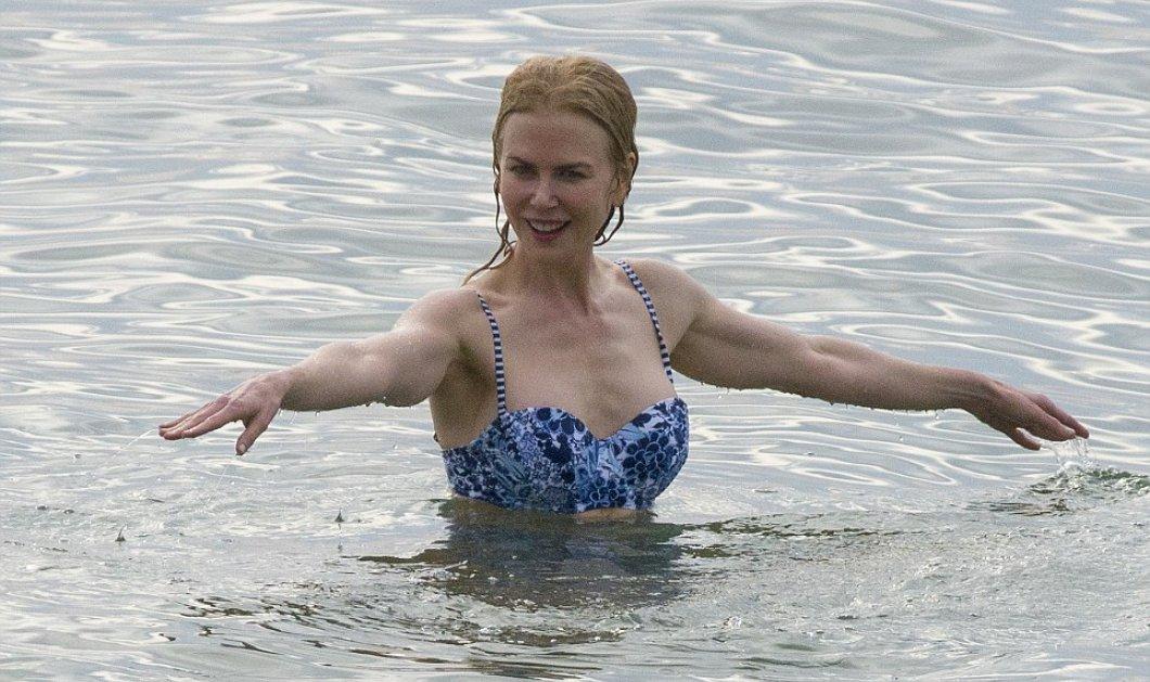Αποκλειστικά ενσταντανέ με την Νικόλ Κίντμαν στα 48 να δείχνει κορμάρα στην παραλία του Σίδνεϊ   - Κυρίως Φωτογραφία - Gallery - Video
