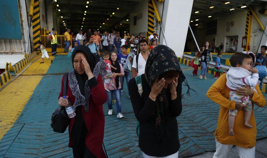 Άδεια τα πούλμαν στον Πειραιά, αρνούνται να φύγουν οι πρόσφυγες - Δεν στηρίζει ο Δήμος - Κυρίως Φωτογραφία - Gallery - Video