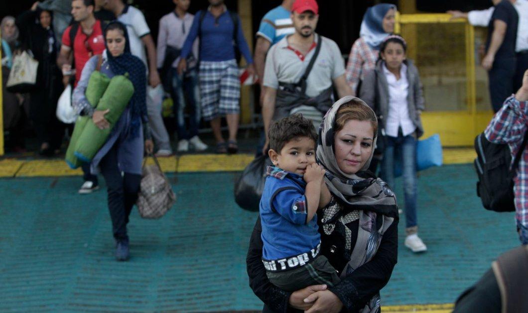 Παραμένουν 2.680 πρόσφυγες στον Πειραιά: 164 μεταφέρθηκαν σε κέντρο φιλοξενίας στη Λέρο - 300 φεύγουν για Σκαραμαγκά - Κυρίως Φωτογραφία - Gallery - Video