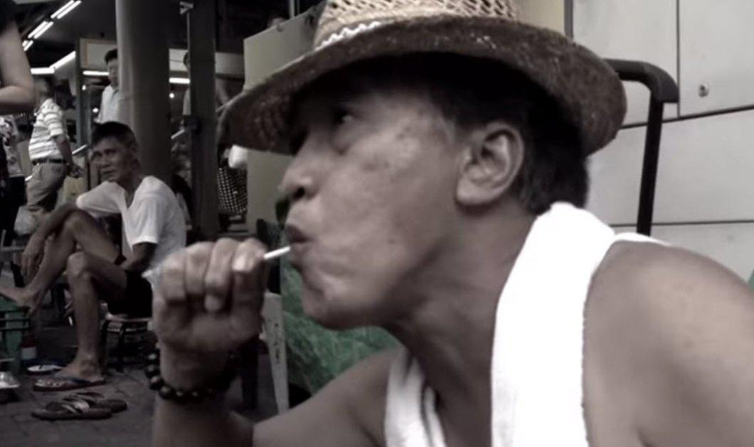 Εκπληκτικό βίντεο: Καλλιτέχνης φτιάχνει πρόσωπα πάνω σε ένα γλειφιτζούρι απλά μασώντας το - Κυρίως Φωτογραφία - Gallery - Video