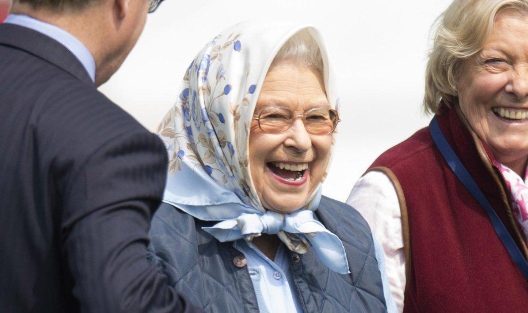 Αυτός ο έρωτας κρατάει χρόνια: Η Βασ. Ελισάβετ παρακολουθεί με θαυμασμό τον 95χρονο Δούκα Φίλιππο να κάνει ιππασία (Φωτό) - Κυρίως Φωτογραφία - Gallery - Video