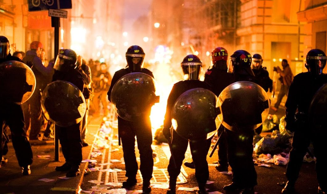 Βίντεο: Χάος και πρωτοφανή επεισόδια σε ομιλία του Τραμπ - Δακρυγόνα & σπρέι πιπεριού έριξε η αστυνομία σε διαδηλωτές   - Κυρίως Φωτογραφία - Gallery - Video