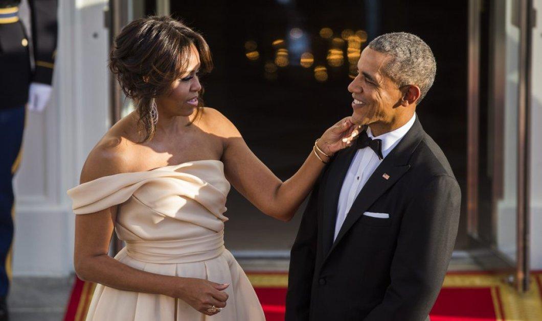 Η Μισέλ Ομπάμα έκλεψε την παράσταση με την λευκή τουαλέτα της στο επίσημο δείπνο στον Λευκό Οίκο    - Κυρίως Φωτογραφία - Gallery - Video