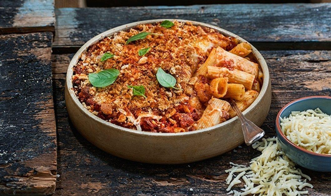 Η αρχόντισσα Αργυρώ σε μια ιταλική συνταγή που ξεμυαλίζει: Παστίτσιο με πένες, λουκάνικα & μοτσαρέλα - Κυρίως Φωτογραφία - Gallery - Video