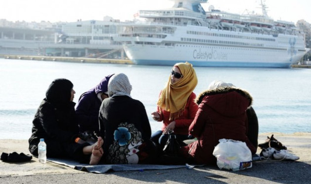 Στους 2.135 οι μετανάστες & πρόσφυγες που φιλοξενούνται στο λιμάνι του Πειραιά   - Κυρίως Φωτογραφία - Gallery - Video