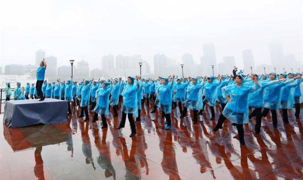 Μάγεψαν 31.000 γιαγιάδες με τον χορό τους - Στο βιβλίο Γκίνες για το υπερθέαμα & τις συγχρονισμένες κινήσεις τους - Κυρίως Φωτογραφία - Gallery - Video