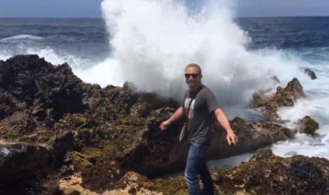 Βίντεο: Και την ώρα που έβγαζα φωτογραφία, το θεόρατο κύμα με καταπλάκωσε   - Κυρίως Φωτογραφία - Gallery - Video