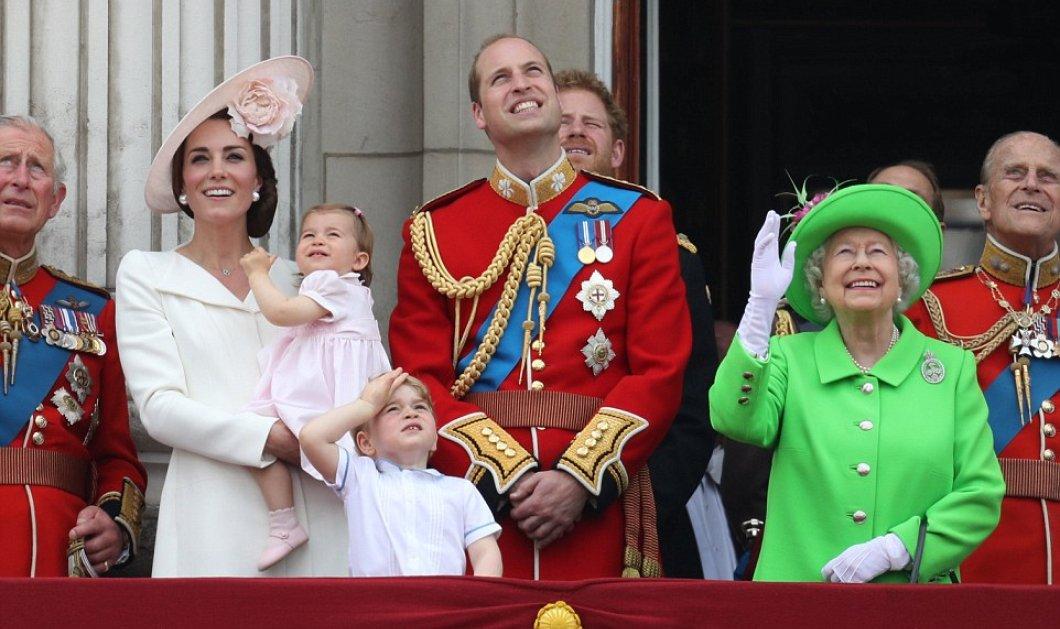 H μικρούλα πριγκίπισσα Σαρλότ στην πρώτη της δημόσια εμφάνιση στο μπαλκόνι του Μπάκιγχαμ! Ντυμένη στα ροζ, ξετρέλανε τους Βρετανούς! - Κυρίως Φωτογραφία - Gallery - Video