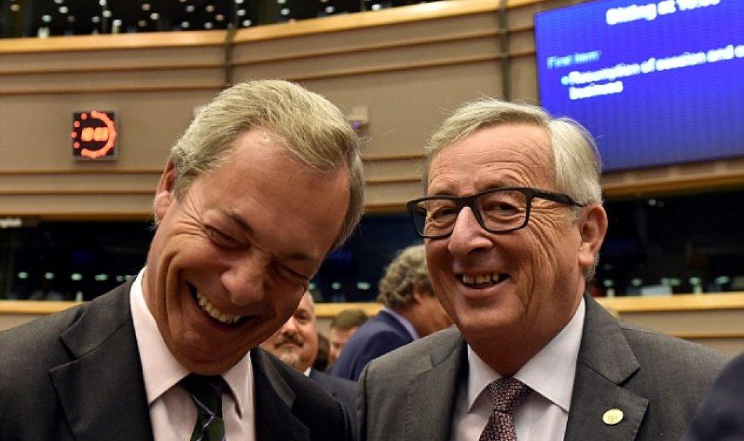 Ο Γιούνκερ χαιρετίζει και δίνει φιλιά στον Νάιτζελ Φάρατζ μέσα στο Ευρωπαϊκό Κοινοβούλιο -Δείτε φώτο    - Κυρίως Φωτογραφία - Gallery - Video