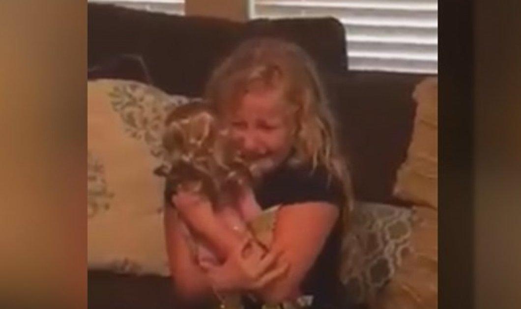 Συγκινητικό βίντεο: Το κοριτσάκι με το προσθετικό πόδι ξεσπά σε λυγμούς μόλις της χαρίζουν μια κούκλα με ένα πόδι! - Κυρίως Φωτογραφία - Gallery - Video