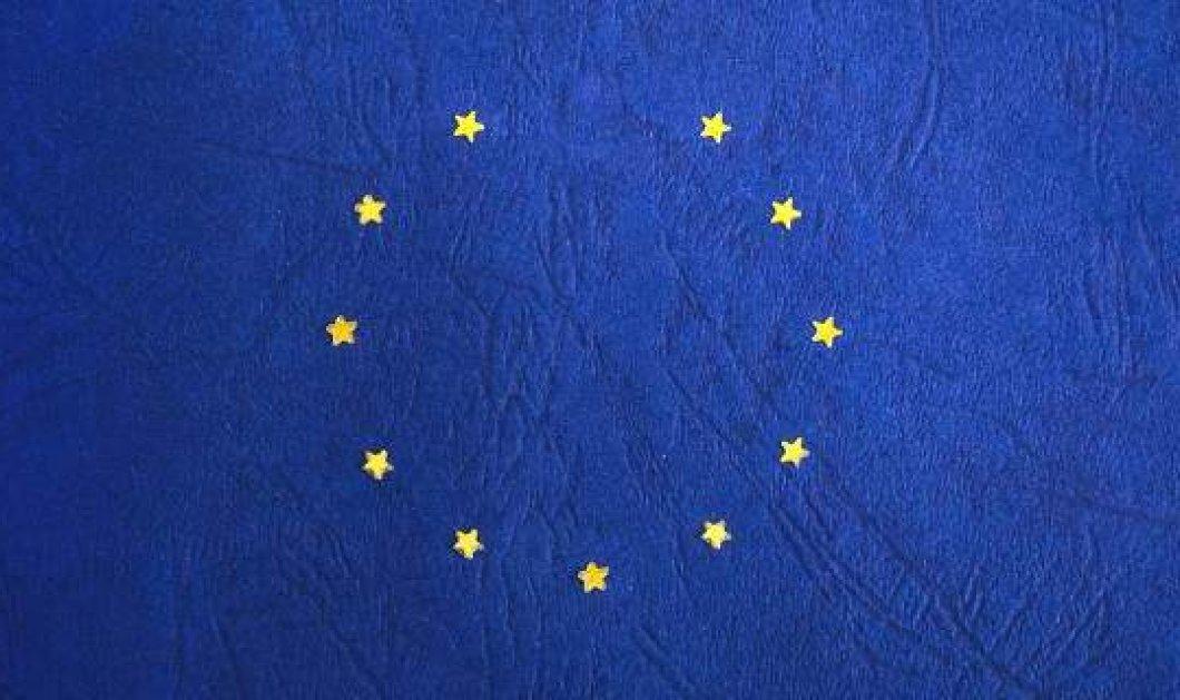 Η αρχή του τέλους; Το Ευρωκοινοβούλιο αφαίρεσε ένα αστέρι από την σημαία της ΕΕ  - Κυρίως Φωτογραφία - Gallery - Video