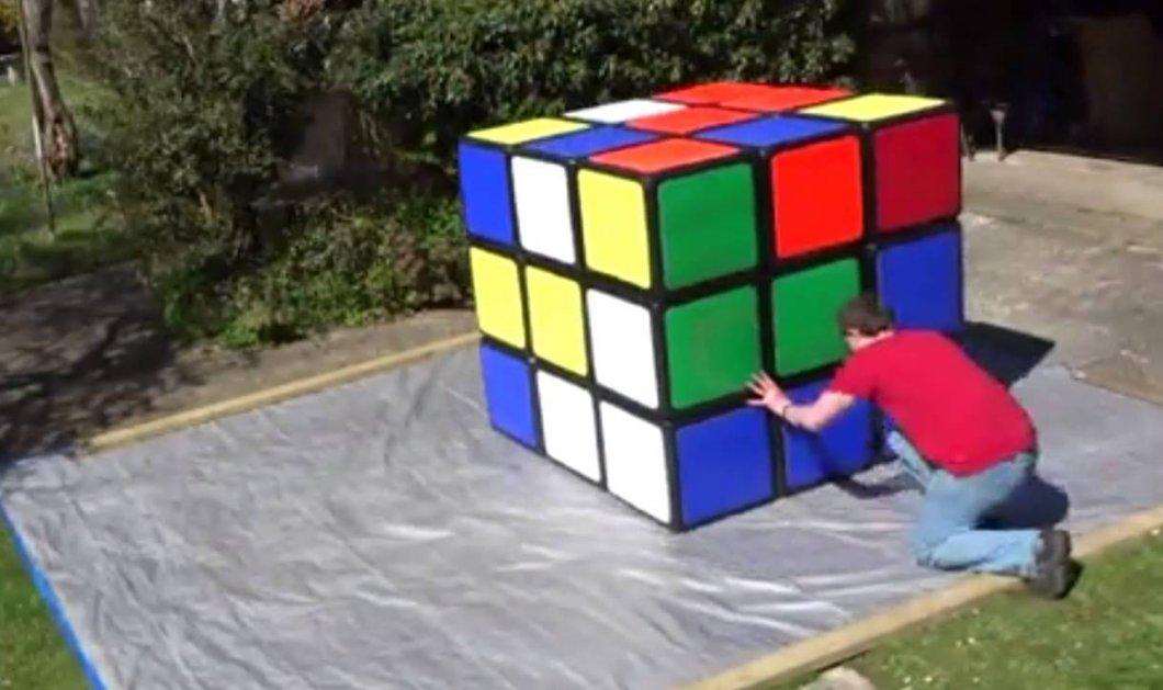Βίντεο: Έλυσε τον μεγαλύτερο κύβο του Ρούμπικ και μπήκε στα Ρεκόρ Γκίνες - Κυρίως Φωτογραφία - Gallery - Video