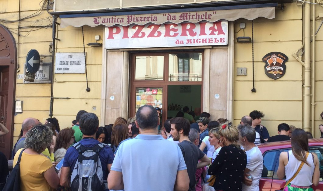 Da Michele: Η καλύτερη πίτσα στον κόσμο - ουρές απ'έξω στο μαγαζί της Νάπολης - Τζούλια Ρόμπερτς & Τζουντ Λο τακτικοί - Κυρίως Φωτογραφία - Gallery - Video