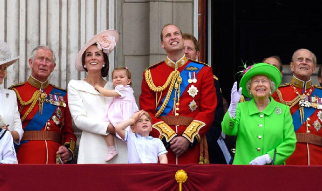 Βίντεο: Η βασίλισσα Ελισάβετ μάλωσε τον Γουίλιαμ σε ζωντανή σύνδεση για... ανάρμοστη συμπεριφορά - Κυρίως Φωτογραφία - Gallery - Video