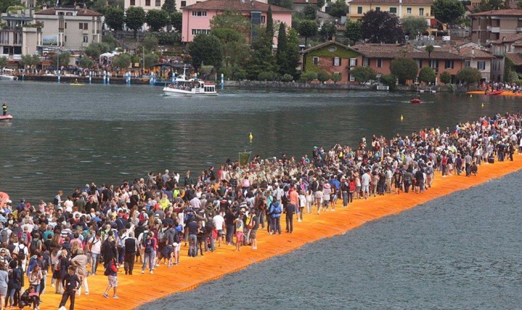 55.000 άνθρωποι περπατούν στο νερό: Το project του καλλιτέχνη που κόστισε 15 εκατ. ευρώ   - Κυρίως Φωτογραφία - Gallery - Video