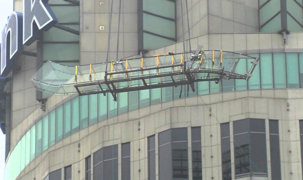 Διάφανη τσουλήθρα απο γυαλί σε ύψος 300 μ:Ο ίλιγγος μεταξύ 69ου & 70ου ορόφου - Κυρίως Φωτογραφία - Gallery - Video