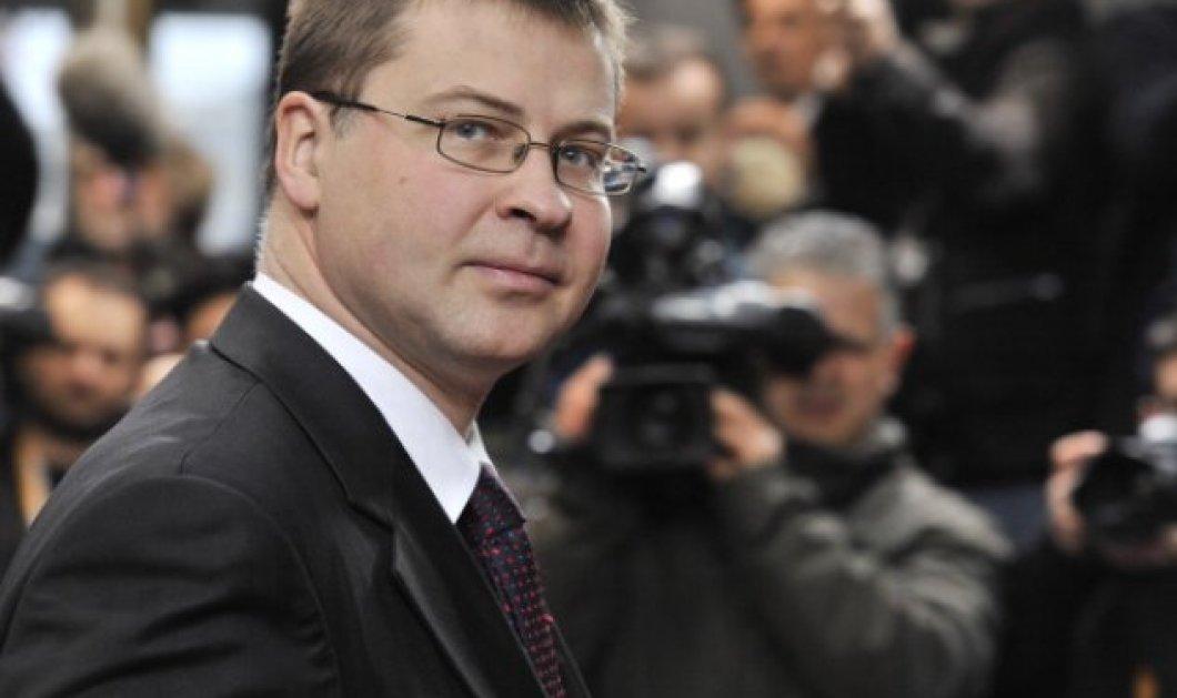 Ο Βάλντις Ντομπρόβσκις στη θέση του Λόρδου Χιλ που παραιτήθηκε από την Κομισιόν λόγω Brexit  - Κυρίως Φωτογραφία - Gallery - Video