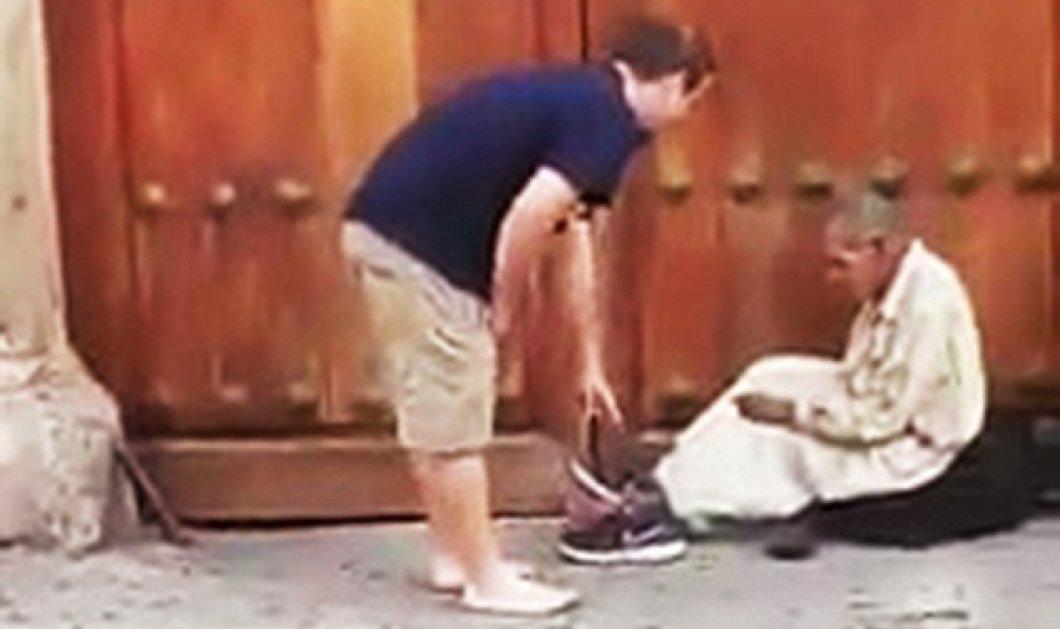 Ο καλός άνθρωπος της ημέρας: Έβγαλε τα παπούτσια του και τα πρόσφερε σε άστεγο, φεύγοντας ξυπόλητος   - Κυρίως Φωτογραφία - Gallery - Video