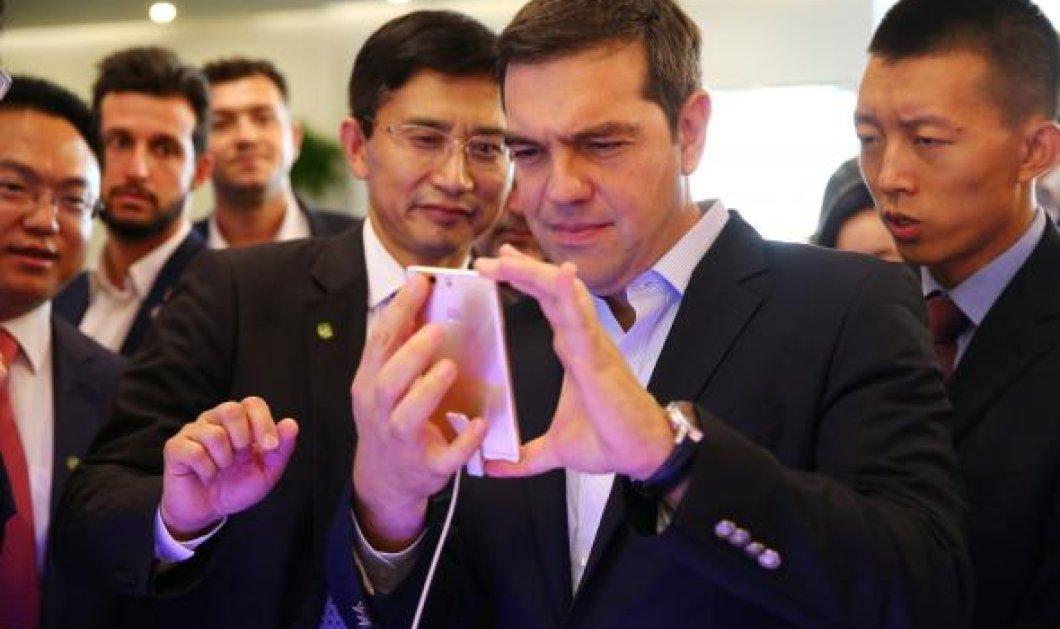 Ο Αλέξης Τσίπρας ενθουσιασμένος (φώτο) στην επίσκεψη του στο Huawei του Πεκίνου- Η τεχνολογία του μέλλοντος  - Κυρίως Φωτογραφία - Gallery - Video