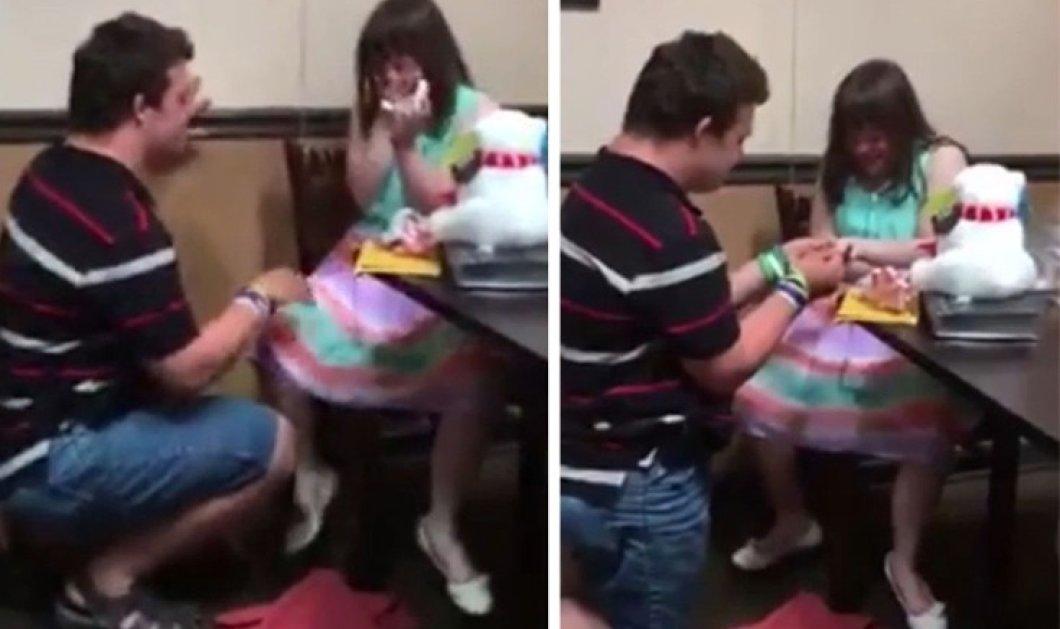 Θα με παντρευτείς; Η πρόταση γάμου του Danny με σύνδρομο Down στην Ashley που επίσης έχει το ίδιο σύνδρομο - Κυρίως Φωτογραφία - Gallery - Video