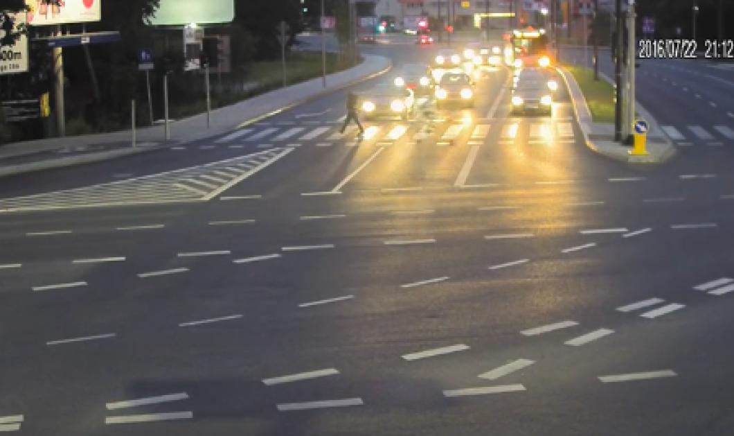 Βίντεο: Ο ταξιτζής τρακάρισε με άλλο αυτοκίνητο για να σώσει ποδηλάτη από βέβαιο θάνατο     - Κυρίως Φωτογραφία - Gallery - Video