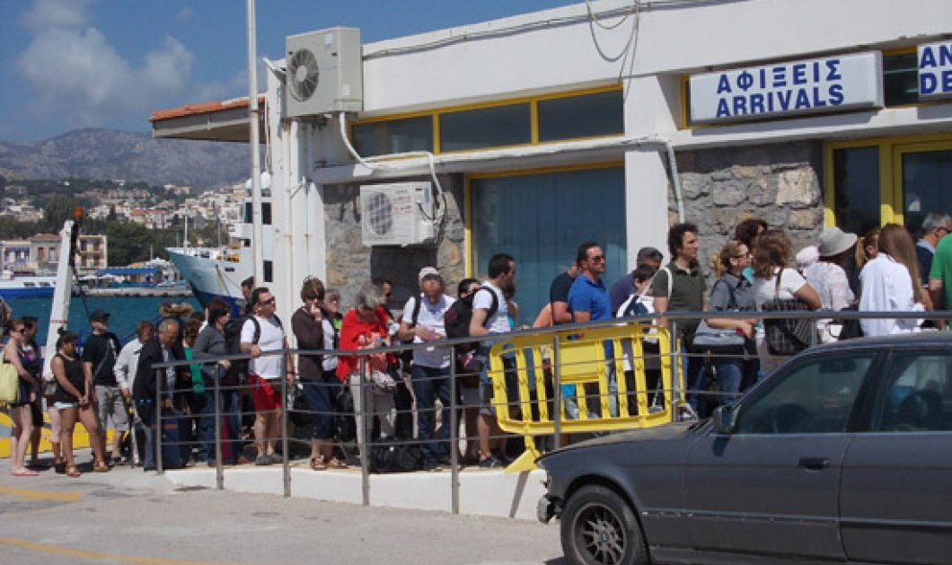 Ένταση και λιποθυμίες στην Χίο: Τούρκοι τουρίστες εγκλωβίστηκαν στο λιμάνι - Παρενέβη ο Τόσκας - Κυρίως Φωτογραφία - Gallery - Video