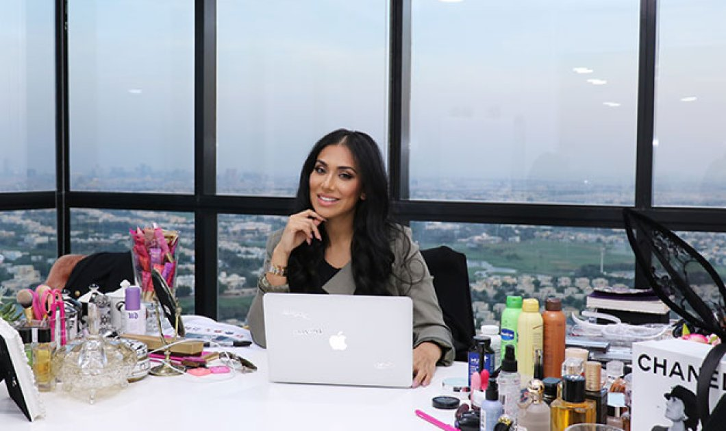 Huda Kattan: Η κορυφαία beauty blogger μας δείχνει πώς να χρησιμοποιήσουμε λάδι καρύδας σαν highlighter - Κυρίως Φωτογραφία - Gallery - Video