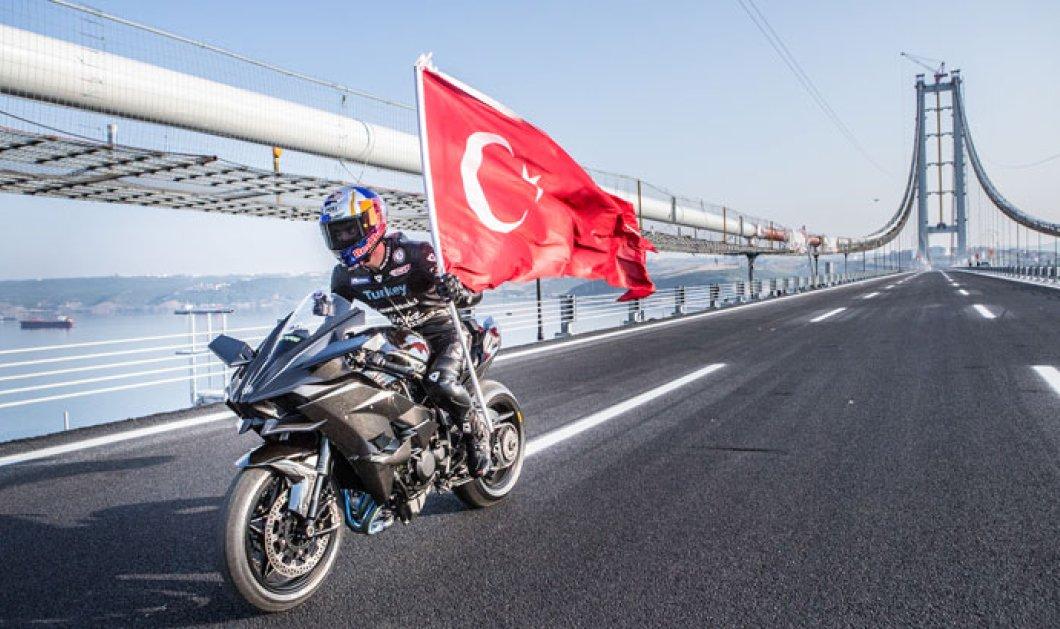 Βίντεο - Έσπασε κάθε ρεκόρ: Ο Κενάν Σοφουόγλου έτρεξε με μοτοσικλέτα 400 χλμ. την ώρα σε γέφυρα στην Τουρκία - Κυρίως Φωτογραφία - Gallery - Video