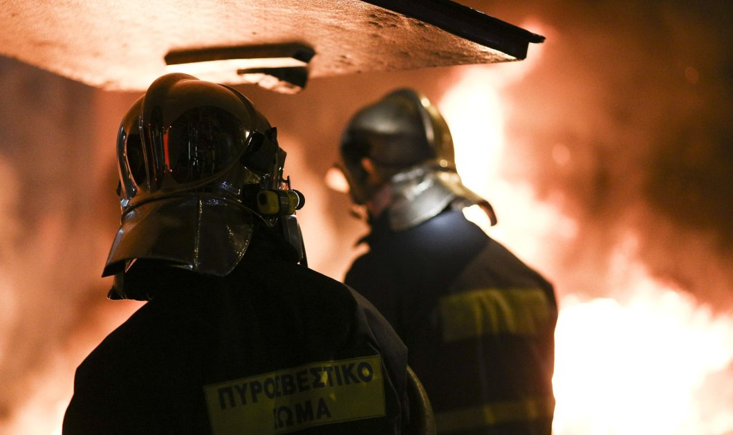 Πυρκαγιά ξέσπασε σε διαμέρισμα στον Πειραιά - Απεγκλωβισμός 4 ατόμων  - Κυρίως Φωτογραφία - Gallery - Video