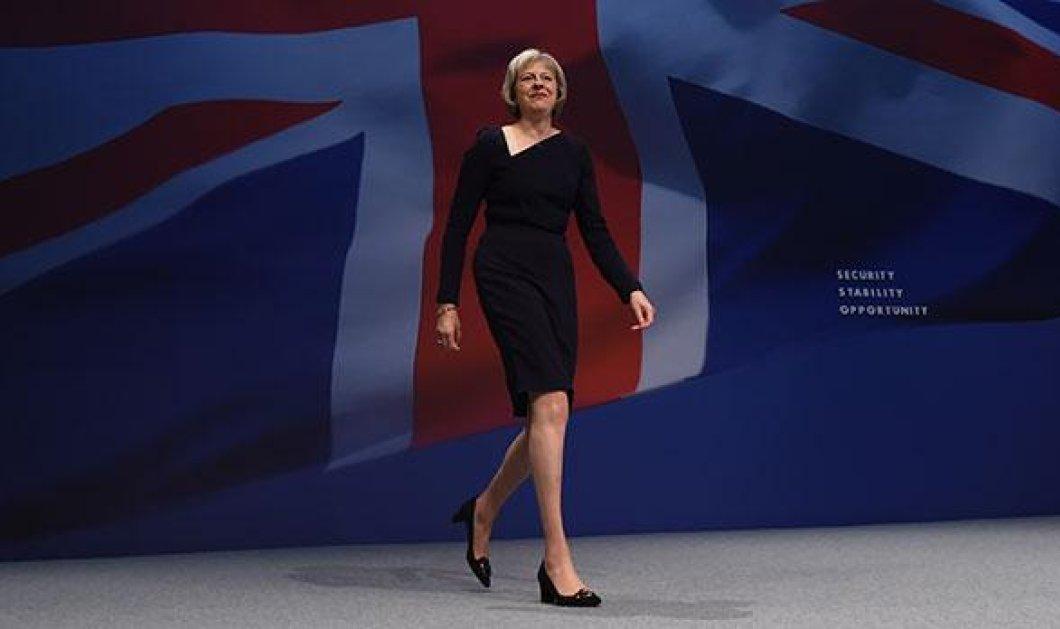 Από αύριο ο κατά 4 χρόνια μικρότερος Φίλιπ Μέι είναι ο πρώτος κύριος της Βρετανίας - Η νέα πρωθυπουργός και τα φετίχ της  - Κυρίως Φωτογραφία - Gallery - Video