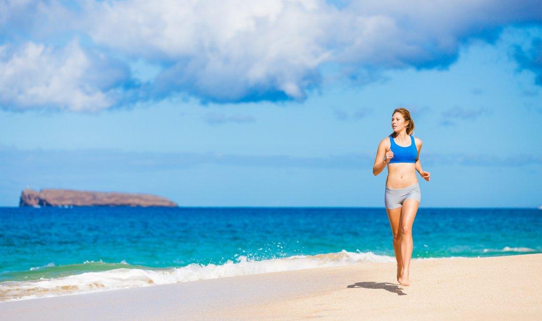 Γυμναστική στα κρυφά: Στο γραφείο, στην παραλία, μέσα στο νερό - Κυρίως Φωτογραφία - Gallery - Video